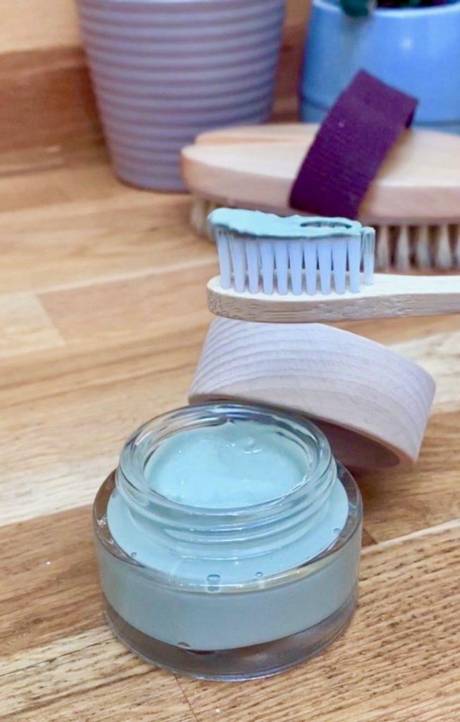 recettes cosmétique bio brosse à dents bambou bois dentifrice vert argile fait maison diy salle de bain produit hygiène - blog déco - clem atc