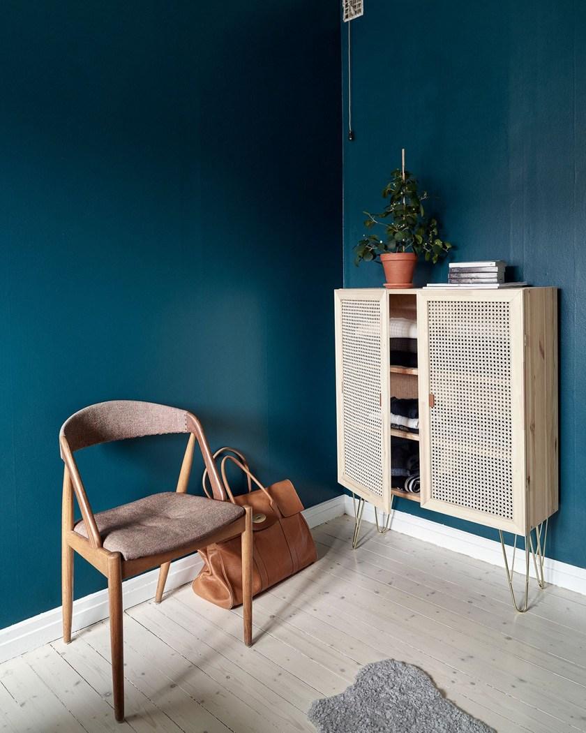 bricolage facile personnalisation meuble bois porte cannage déco mur bleu canard clemaroundthecorner