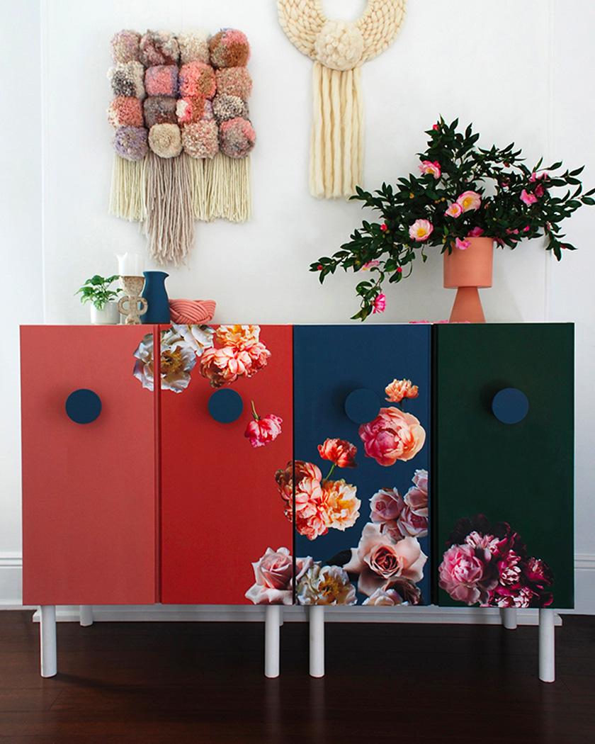 clemaroundthecorner meuble fleuri rouge vert bleu style vintage idée déco salon