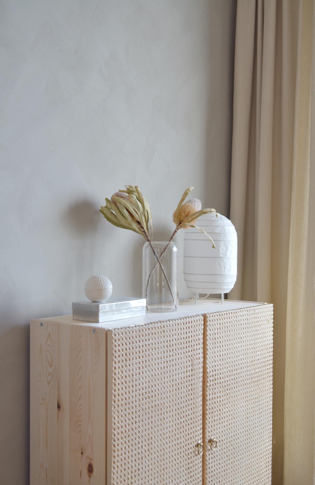blog déco bricolage commode bois porte cannage style nature déco salon élégant