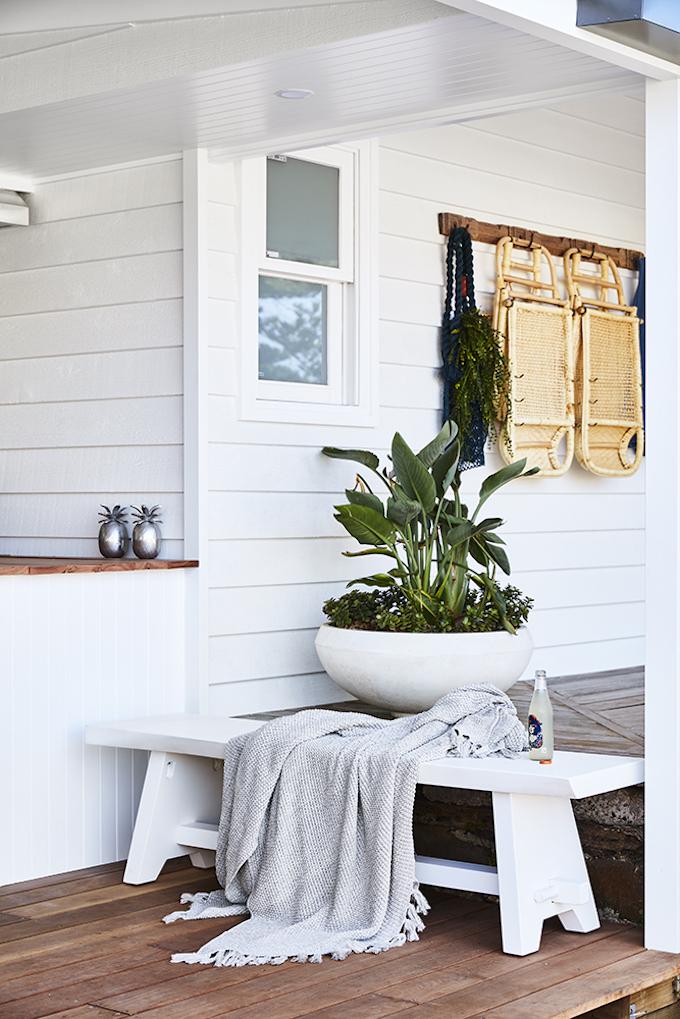 blog déco ferme transformation espace extérieure outdoor banc bois blanc