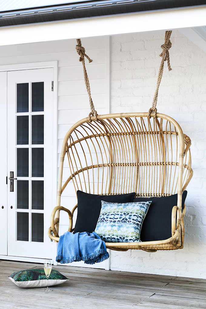blog déco ferme transformation accessoire outdoor fauteuil suspendu rotin coussin