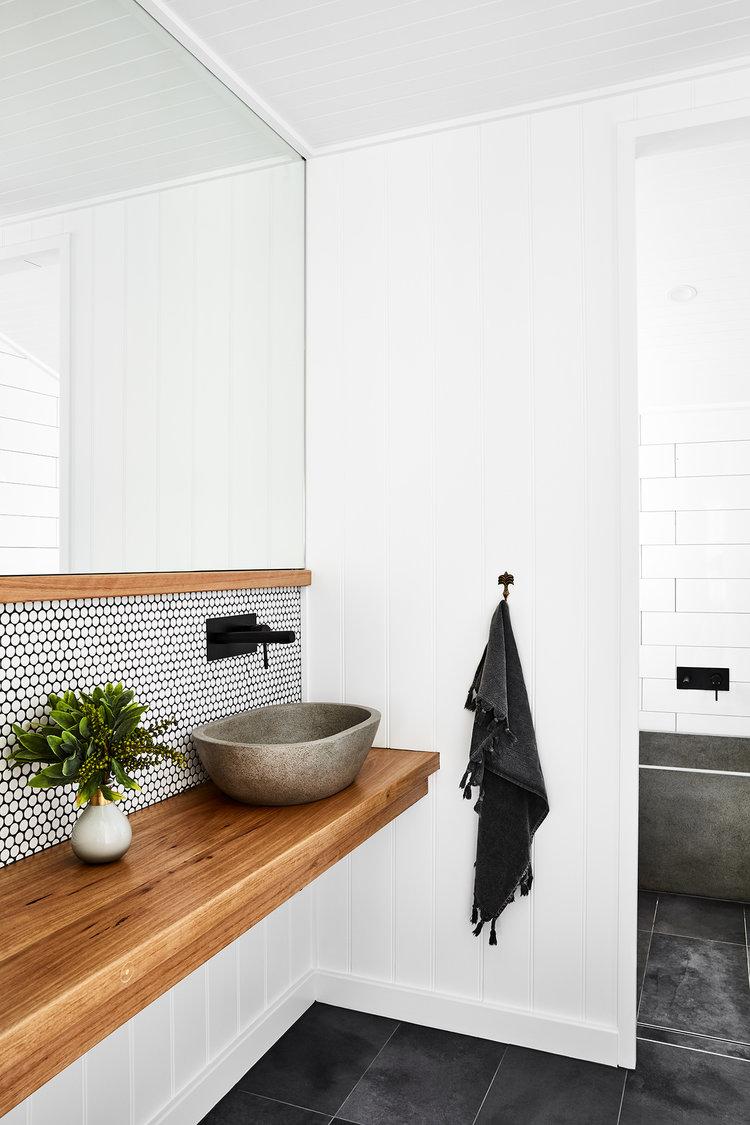 salle de bain blanche lavabo moderne pierre clemaroundthecorner