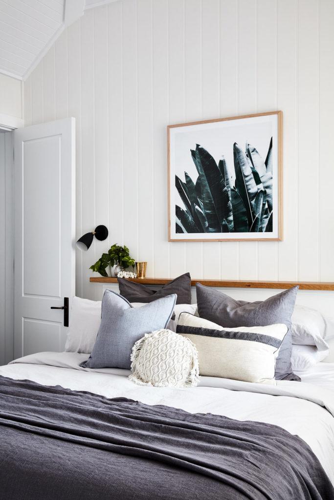 clemaroundthecorner suite mur blanc étagère bois maison vacances été