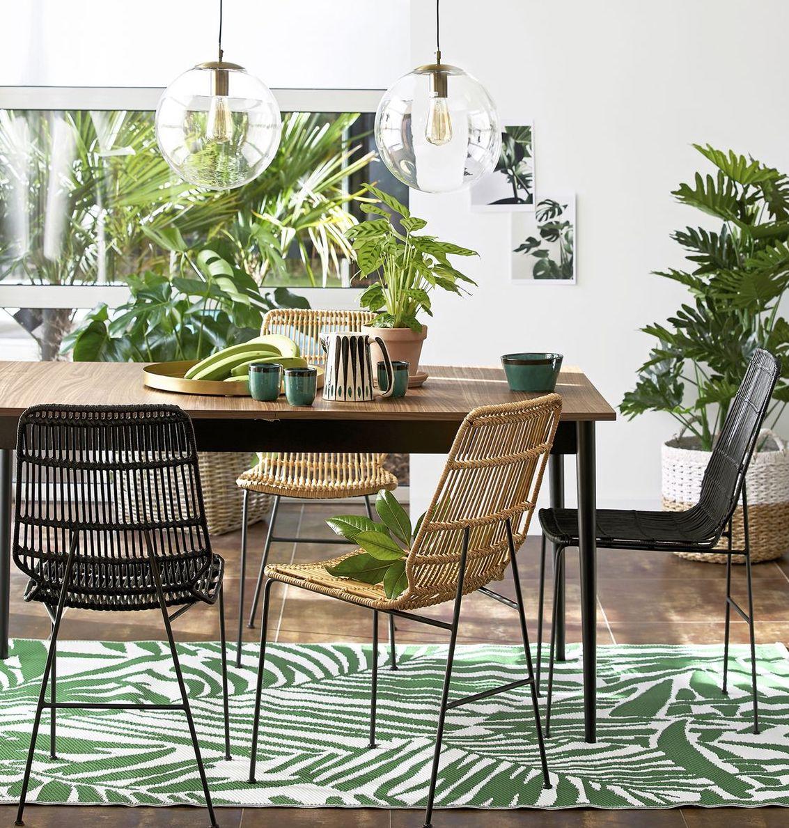 blog déco salle à manger exotique rustique table bois chaise rotin marron noir tasse moderne