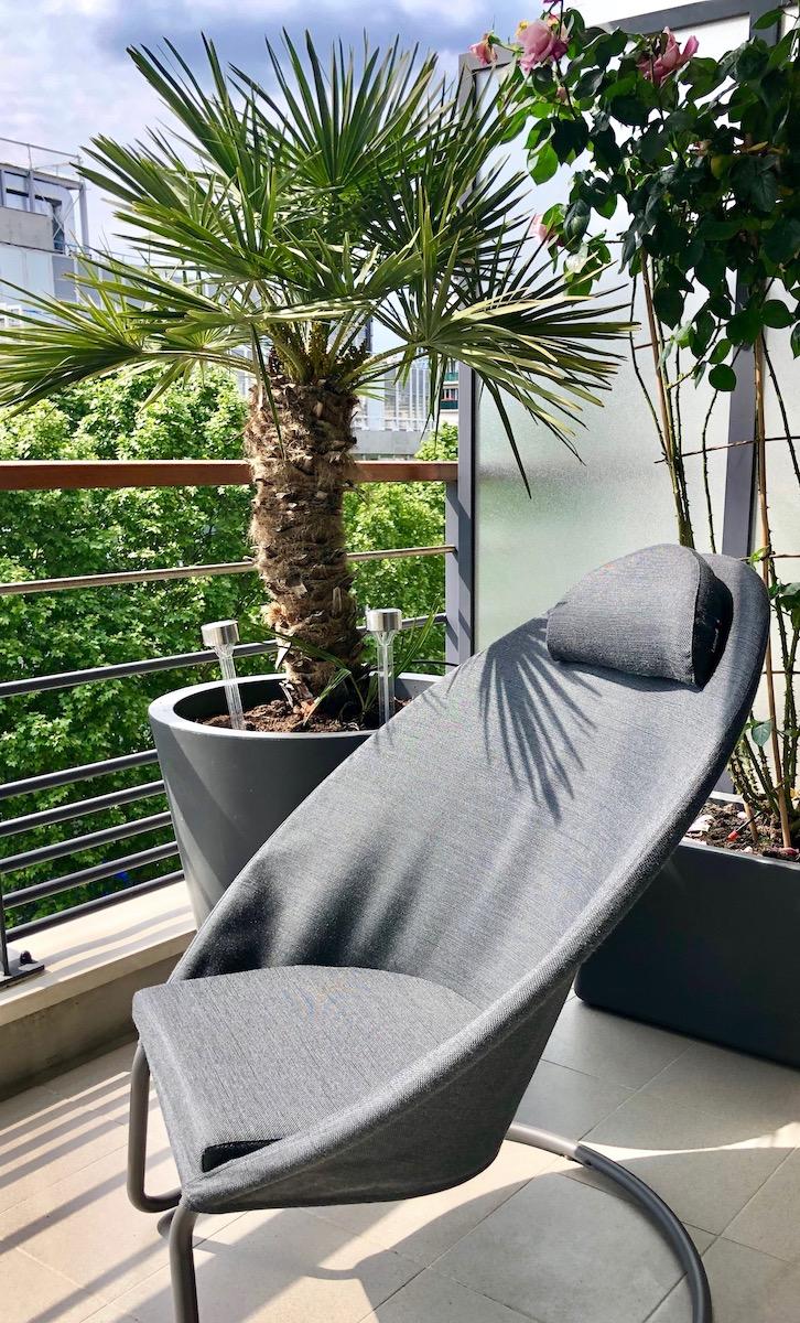 fauteuil lounge lafuma gris balcon parisien deco exterieure tendance design