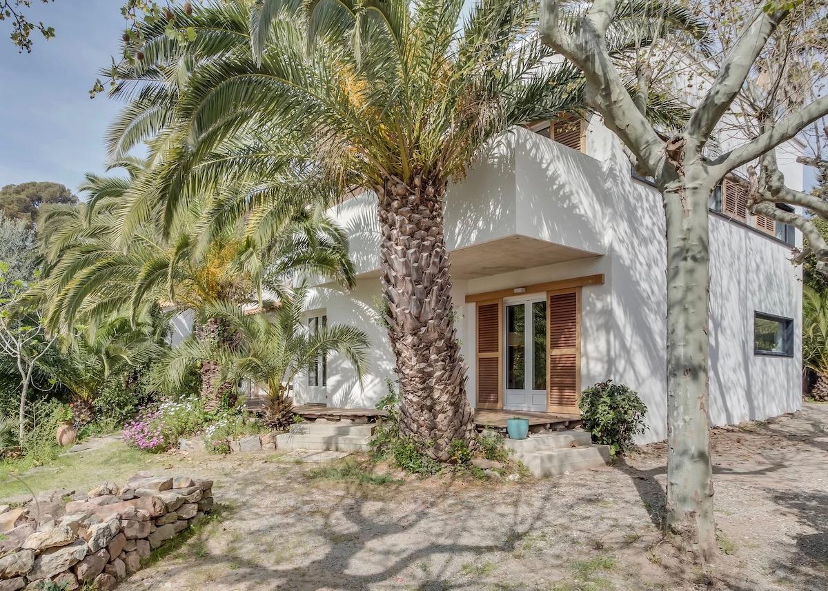 maison saint raphaël bord de mer rénovation palmier jardin paradisiaque - blog déco - clemarounrdthecorner