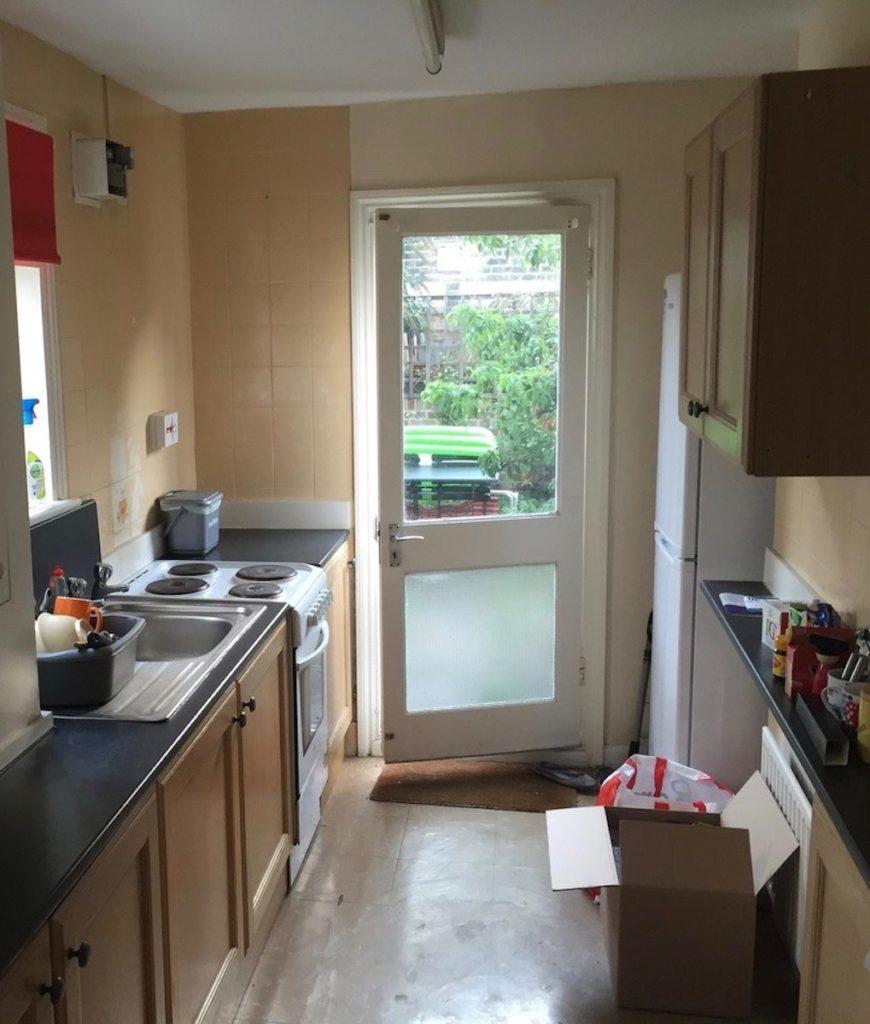 cuisine avant rénovation couloir meuble vieux bois - blog déco - clematc