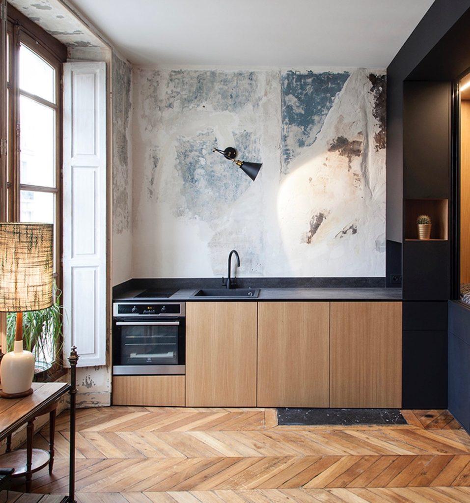 studio design parisien aménagé cuisine ouverte parquet point de hongrie clematc