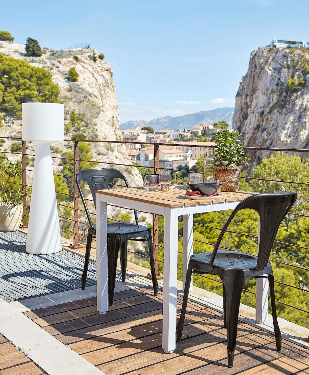 salon de jardin table en bois chaise industrielle maisons du monde - blog déco clemaroundthecorner