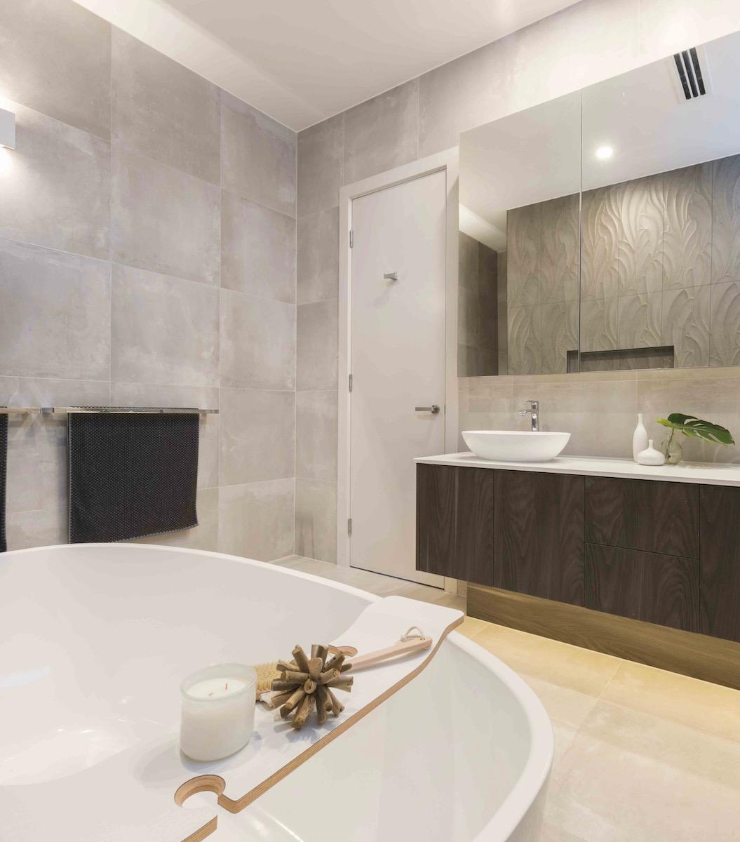 salle de bain design baignoire forme arrondie tendance matériaux design clematc