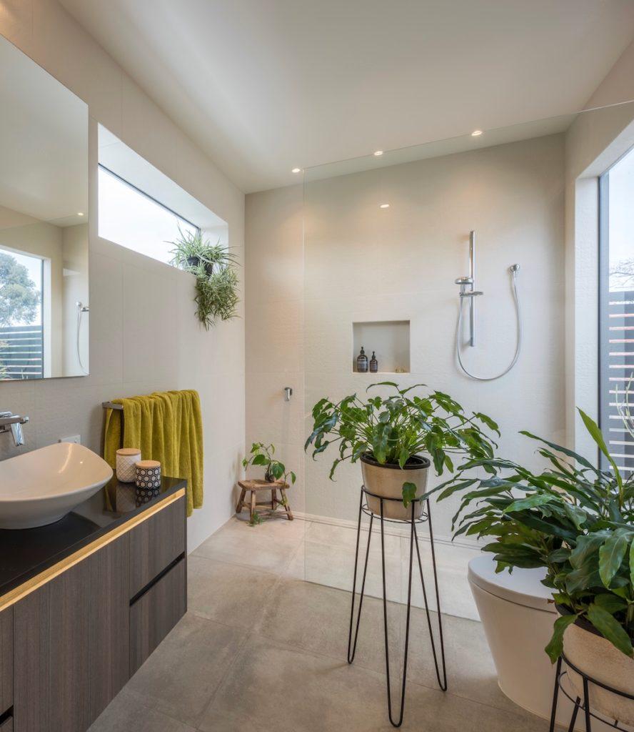 salle de bain maison green plantes dépolluantes clemaroundthecorner
