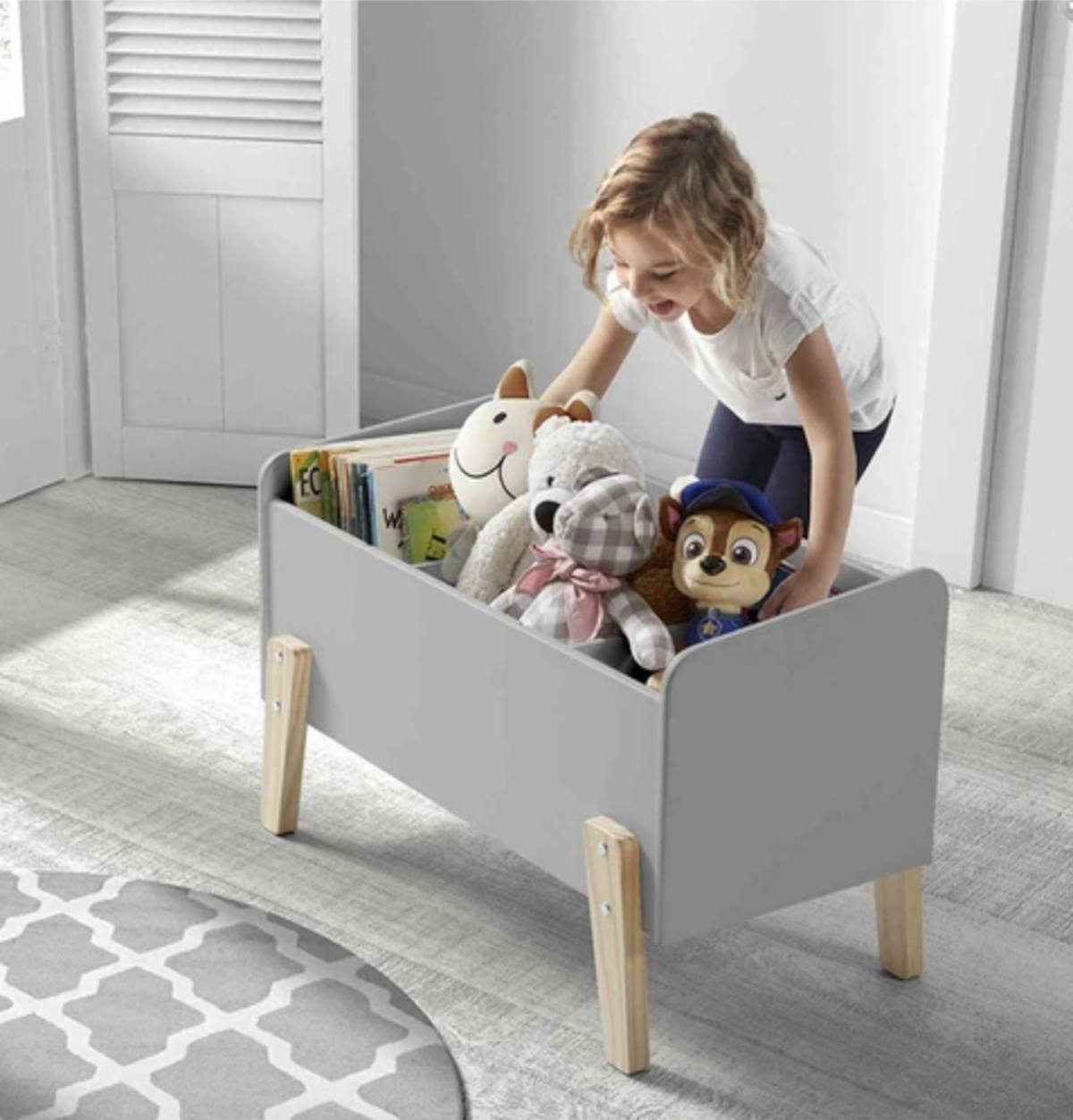 coffre jouet bois tapis rond sol parquet bois peluche livre enfant - blog déco - clematc