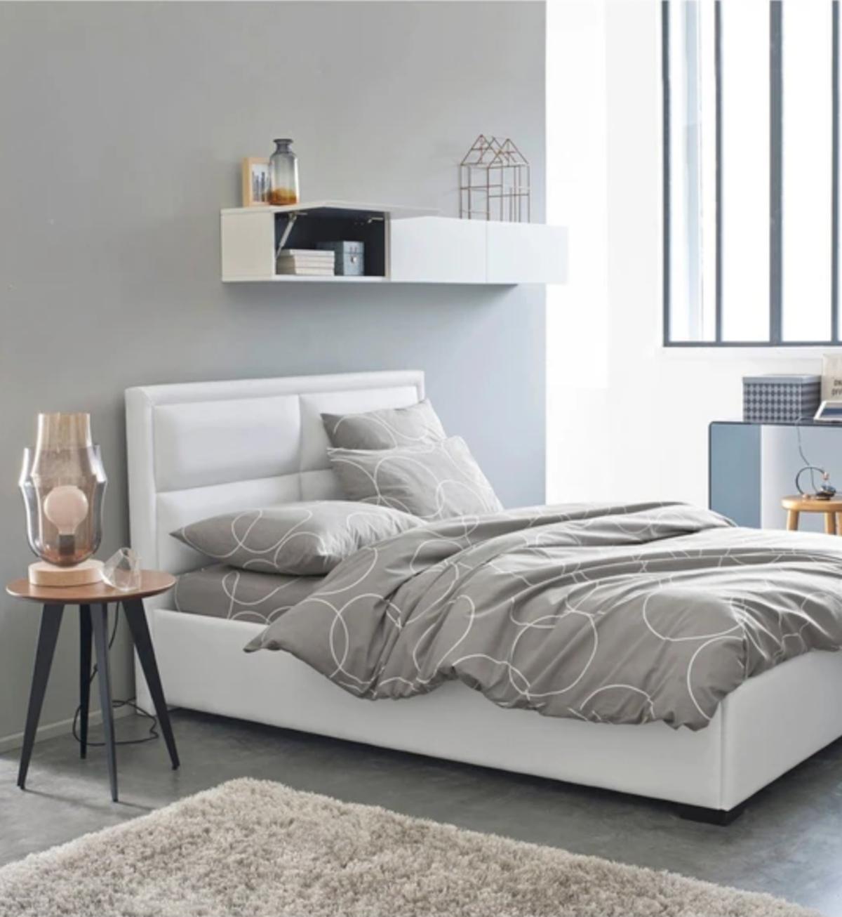 chambre mur gris verrière tapis lit housse de couette - blog déco - clemaroundthecorner
