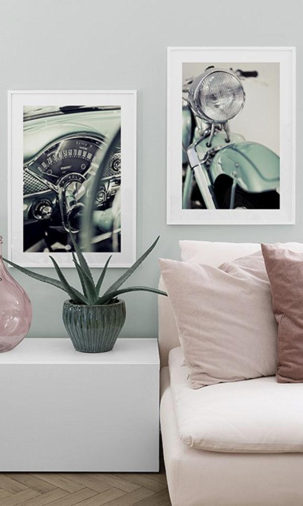 salon combinaison cadres moto verte d eau meuble blanc canapé rose plante verte vase clematc