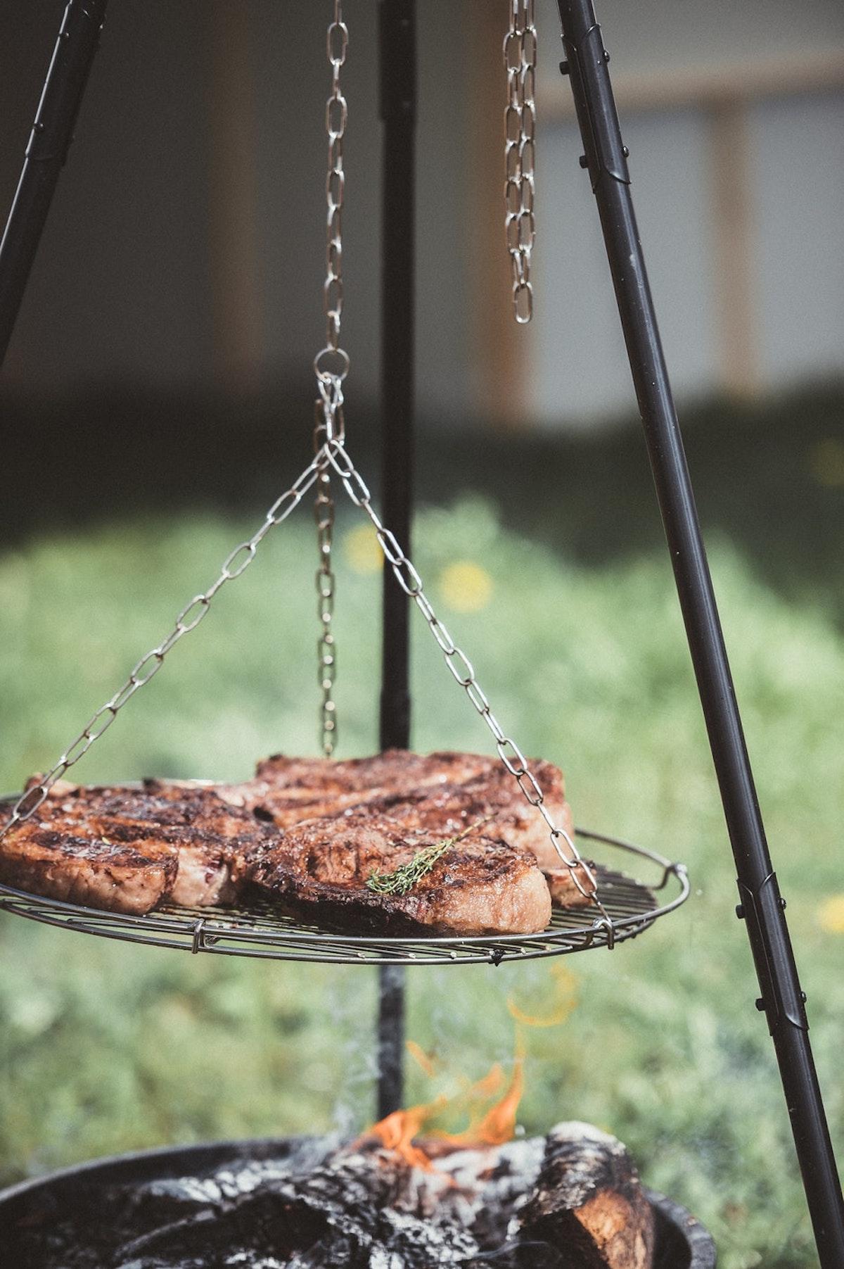 diy barbecue suspendu extérieur jardin grillade - blog déco - clem