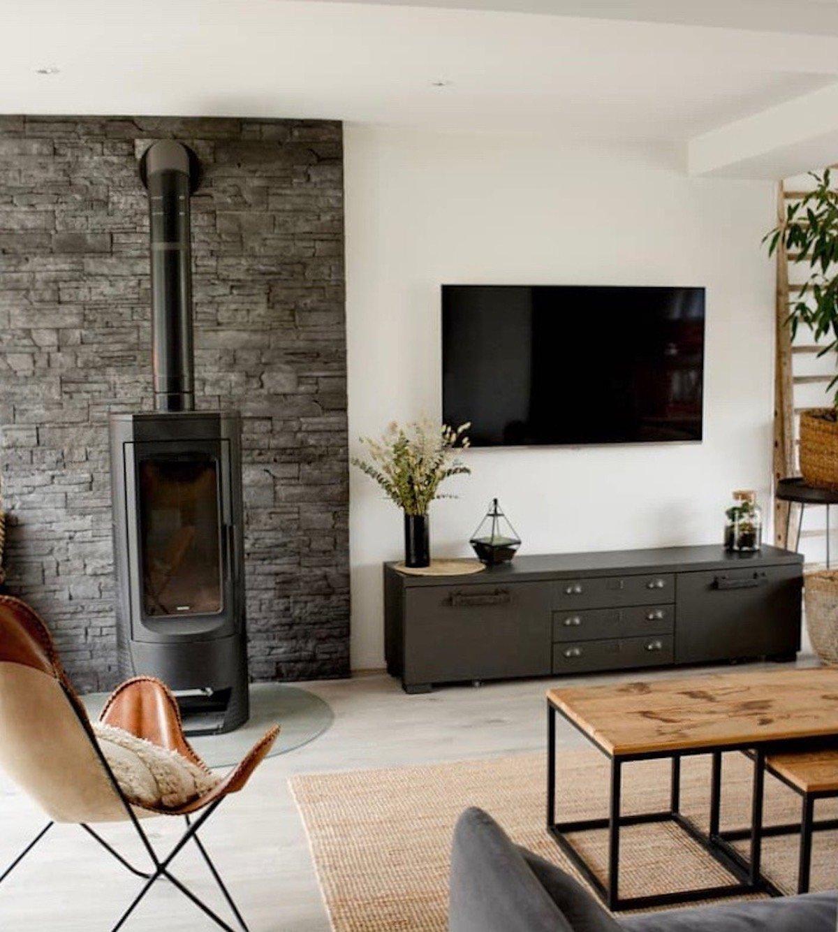salon tendance industriel meuble métal table basse bois fauteuil cuir Loisel Industry - clematc