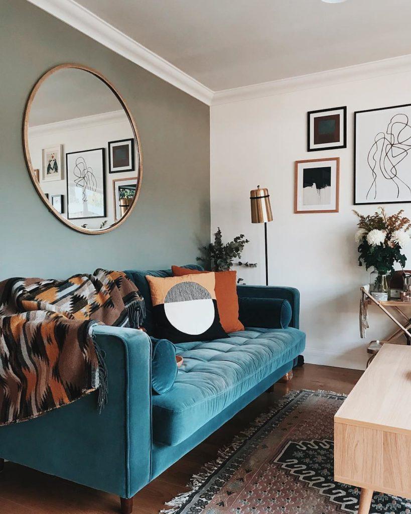 salon canapé velours bleu roi - blog déco - clem around the corner