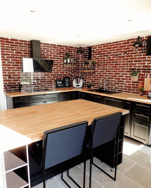 cuisine îlot style industriel murde briques rouge Loisel Industry - clematc