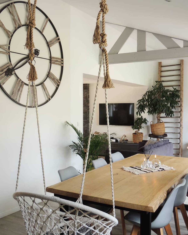 horloge industrielle déco Loisel Industry visite décoration tendance - clemaroundthecorner