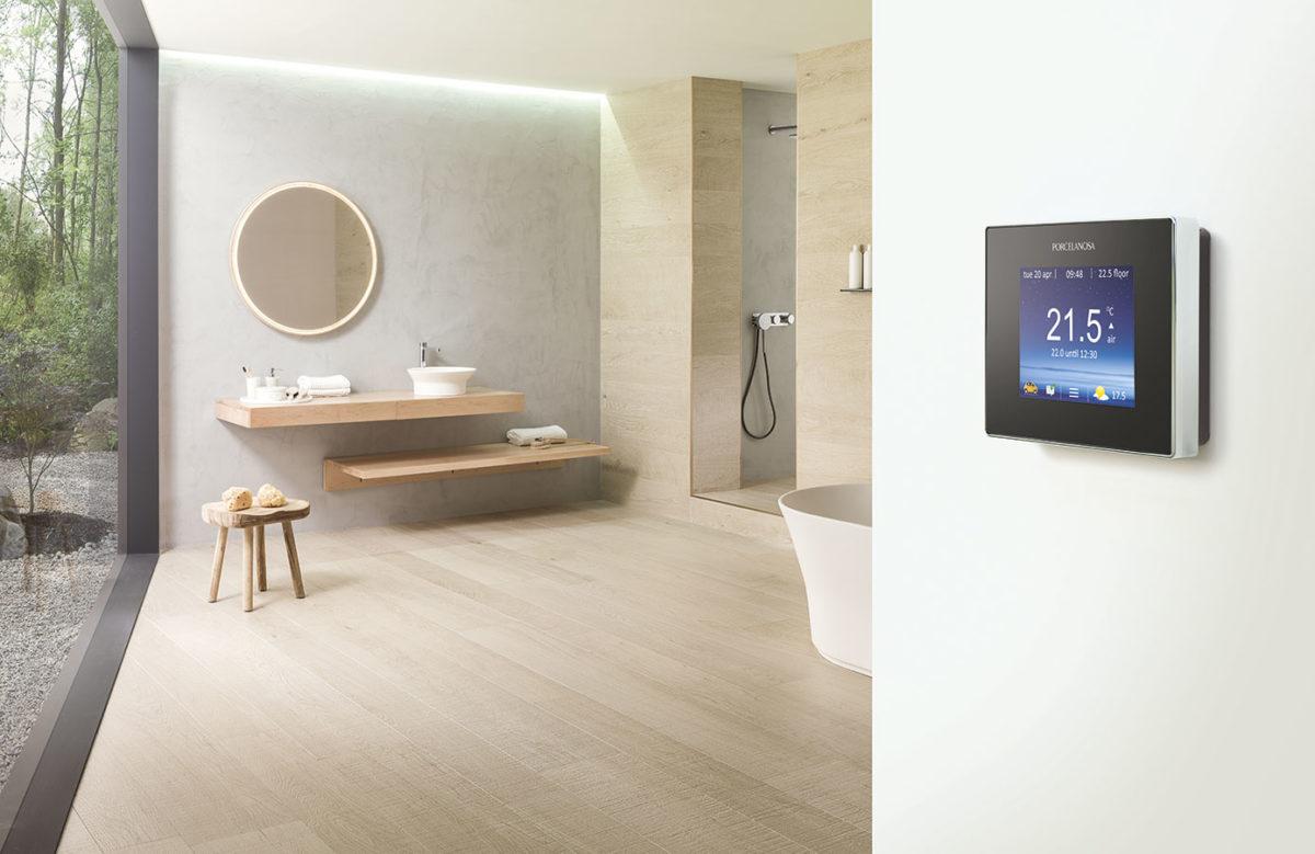 thermostat connecté porcelanosa salle de bain carrelage imitation bois