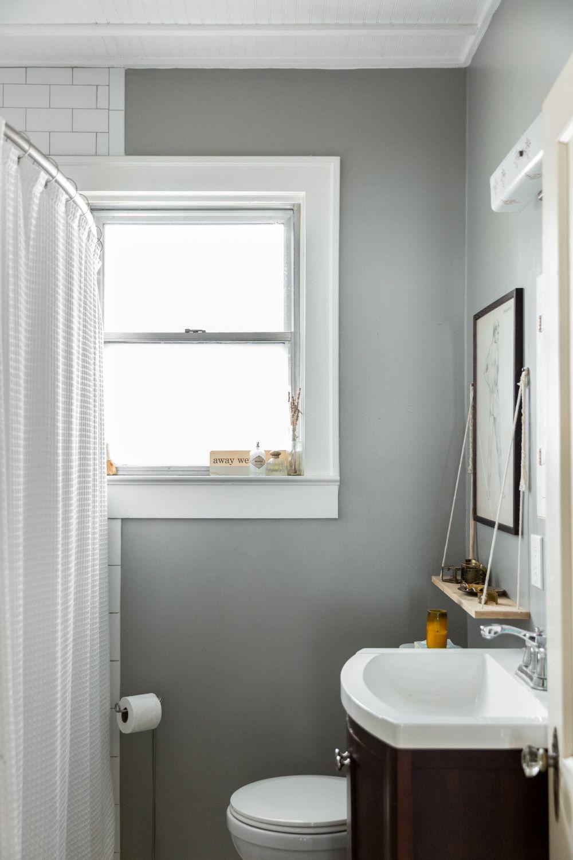 salle de bain gris lavabo bois