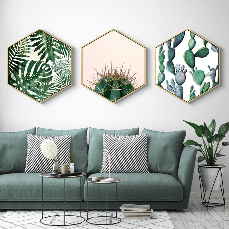 mur de cadre hexagone plante verte canapé gris salon urban jungle