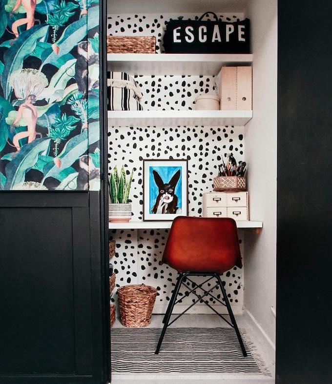 joli bureau diy décoration fait-main siège rouge design tableau peinture papier peint