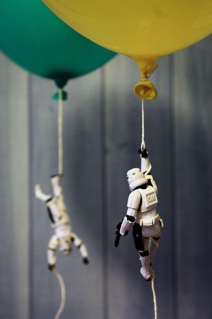 anniversaire thème star wars invasion storm trooper rigolo jouet ballon baudruche original - blog déco - clem around the corner