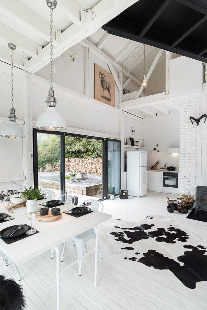 grange rénovée aménagement loft blanc et noir - blog déco - clem around the corner