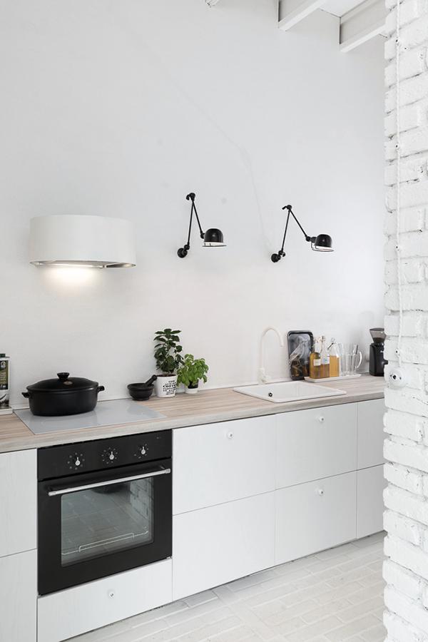 cuisine blanche noir grange rénovée aménagement loft