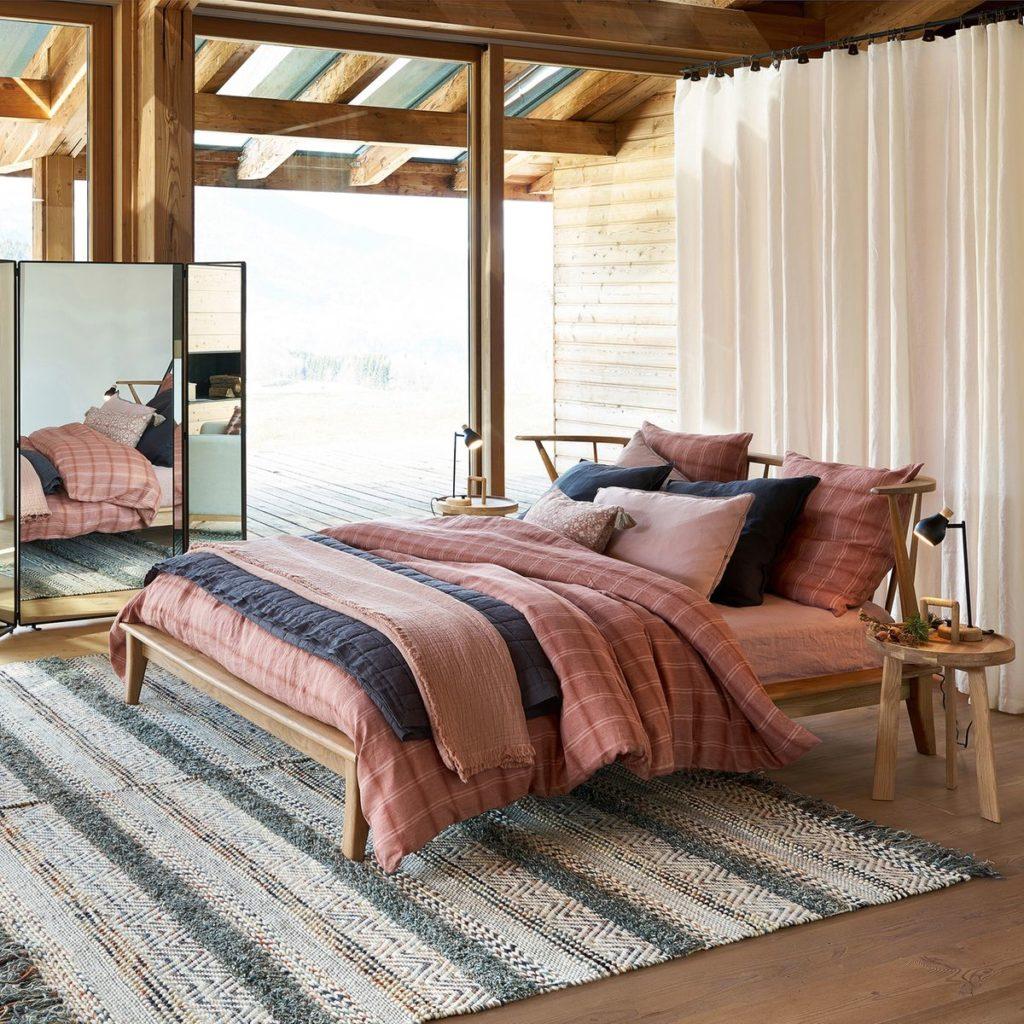 disposition coussin oreiller chambre ethnique bois rose chic velours lin - blog décoration clemaroundthecorner