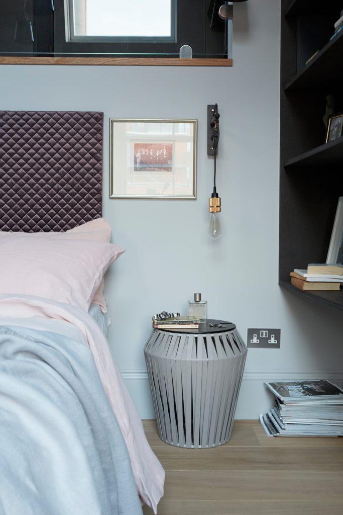 maison de ville à londres chambre table de chevet tête de lit - blog déco - clematc