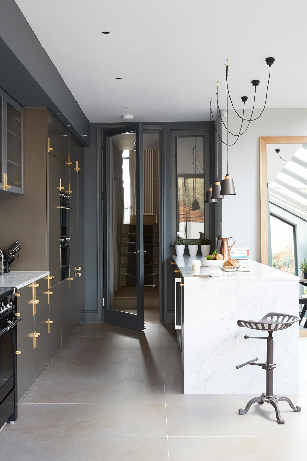 cuisine art déco tendance îlot marbre blanc décoration - blog déco - clematc