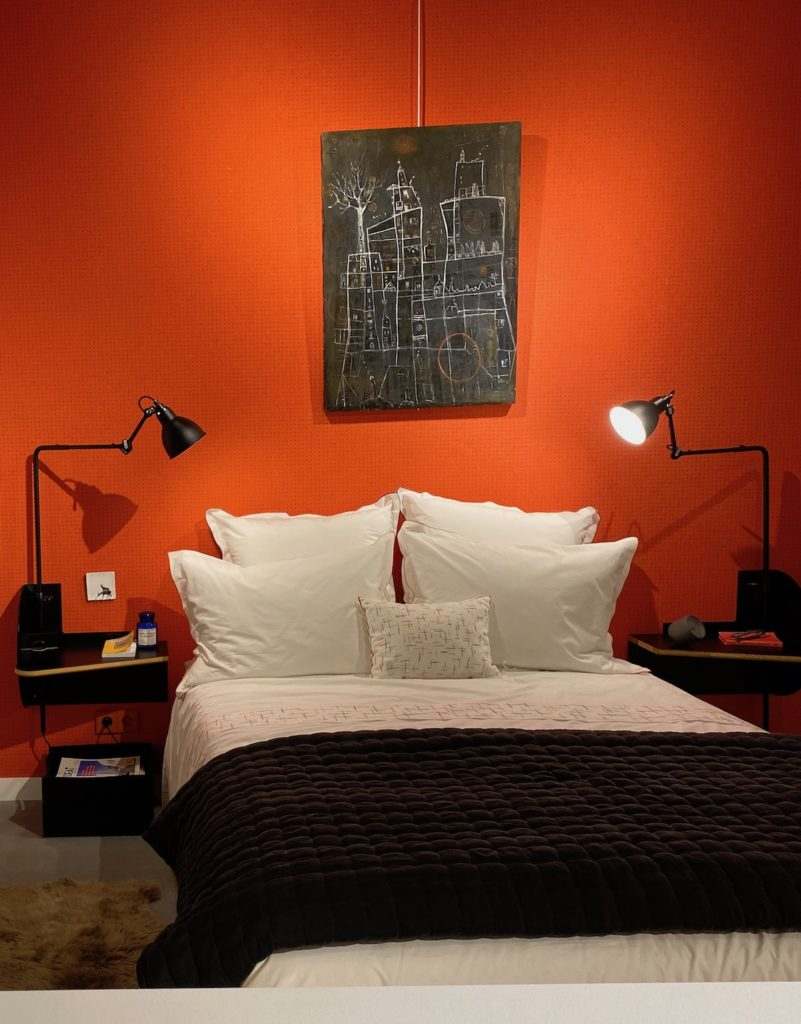 chambre parentale orange noire mur design Le Corbusier - clem around the corner