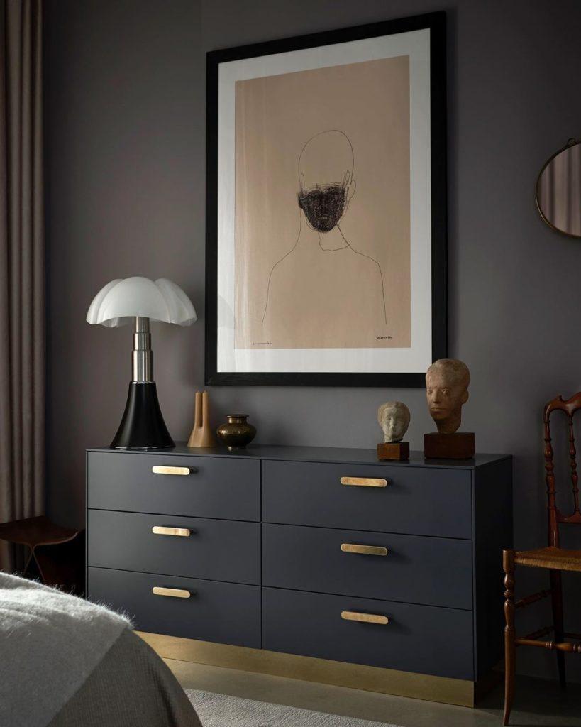 déco masculin meuble buffet noir poignée laiton or pipistrello chambre mur noir