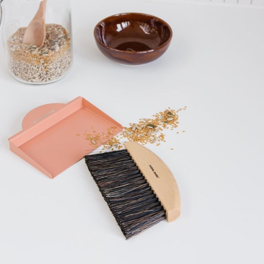 balayette design rose bois eco-responsable bio écolo - blog décoration maison clem around the corner
