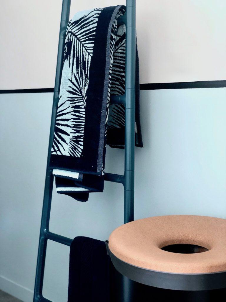 étagère échelle chauffante radiateur salle de bain originale blog design - clemaroundthecorner
