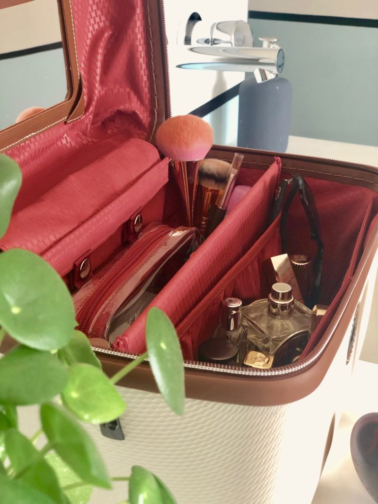 intérieur vanity delsey chatelet air - blog décoration voyage - clem around the corner