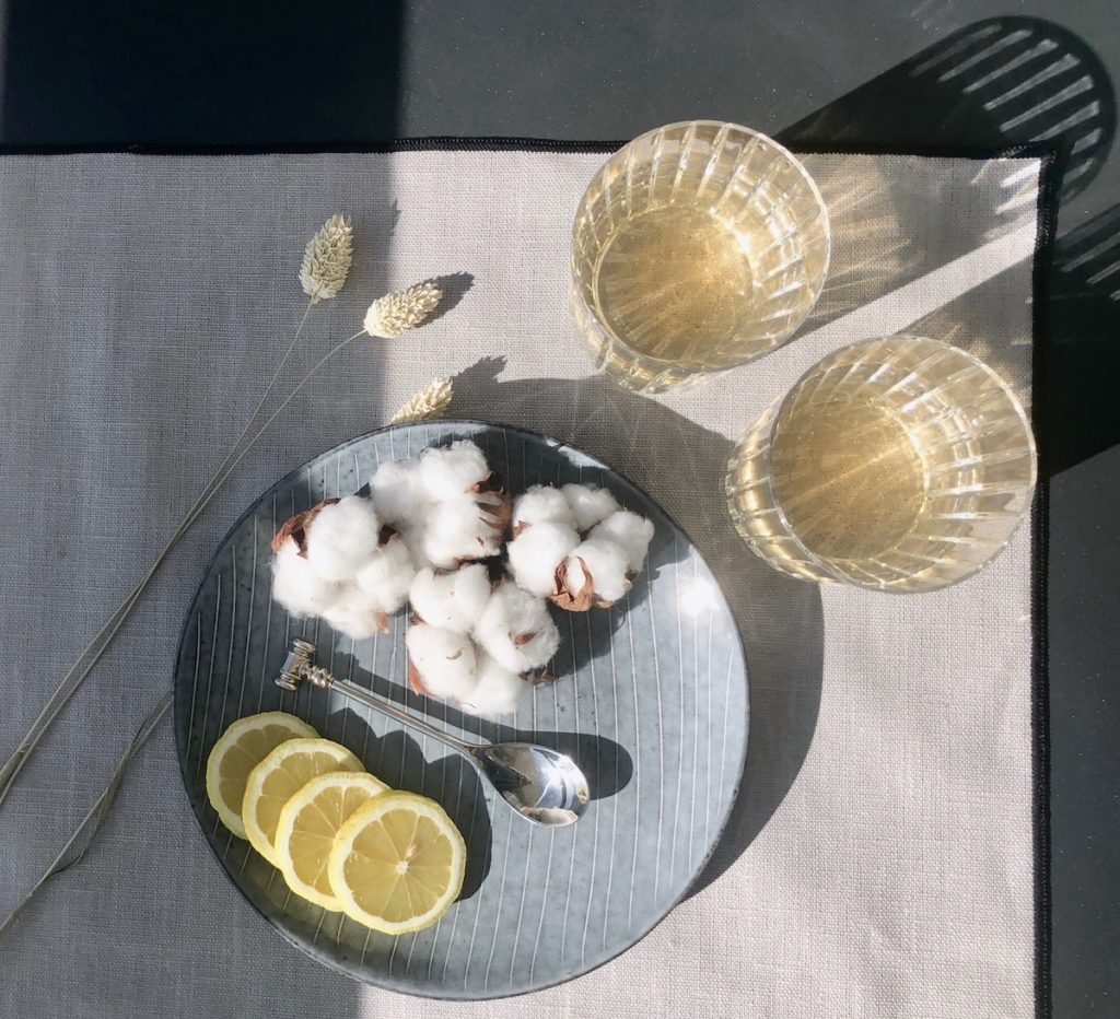 rentrée slow living set design harmony lin enduit fleur de coton verre baccarat assiette broste bleu rayé style scandinave - clemaroundthecorner