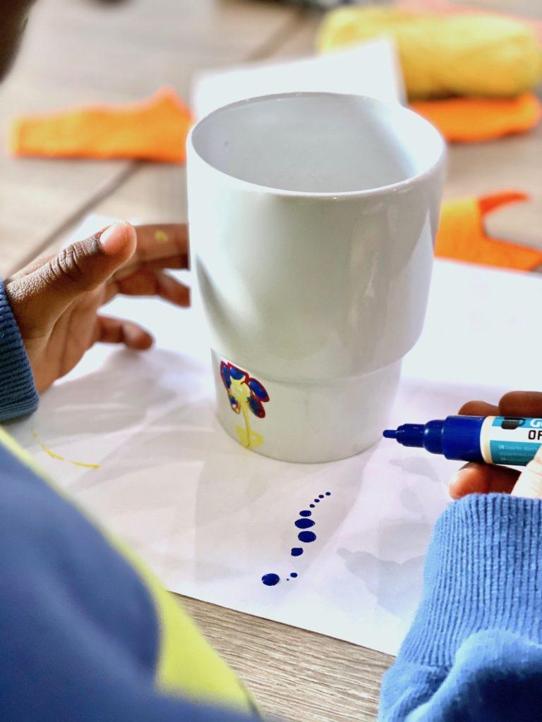 dessin sur porcelaine tasse enfant maternelle feutre