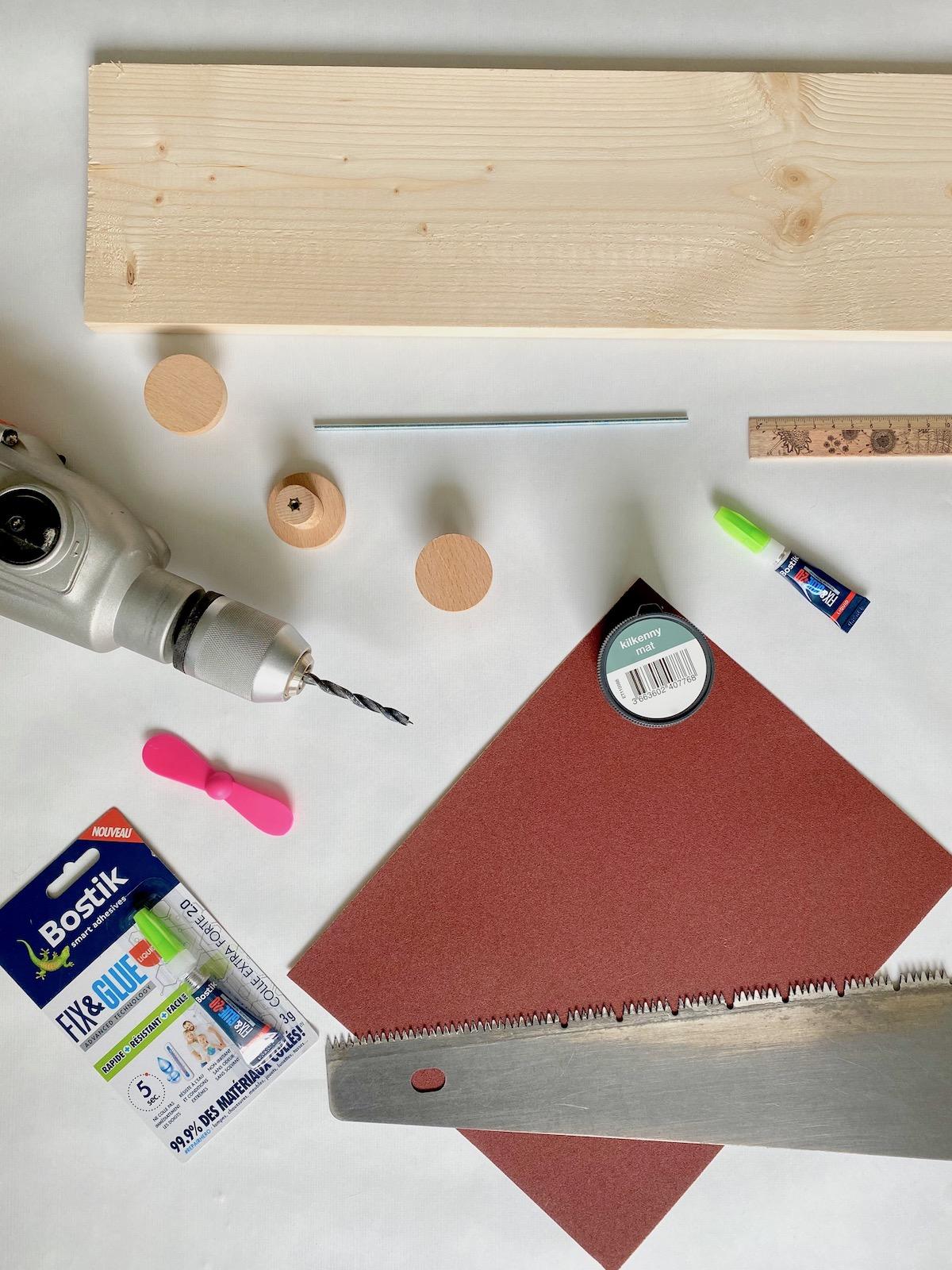 matériel nécessaire pour fabriquer meuble enfant étagère avion chambre bébé décoration intérieure