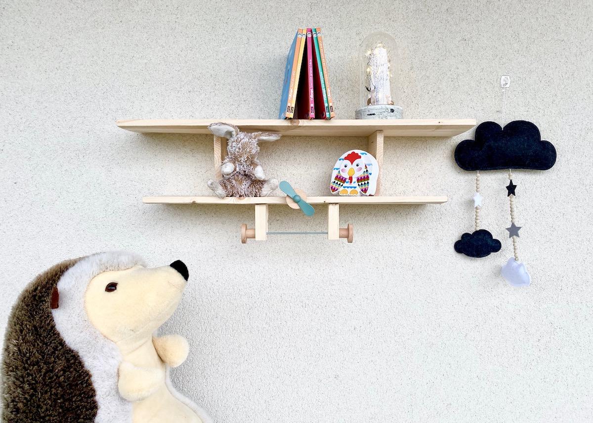 comment fabriquer une étagère avion bois chambre enfant - blog déco - clem around the corner