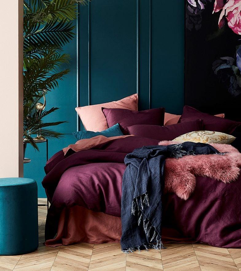 chambre vintage prune bleu cosy corner plaid fourrure rose
