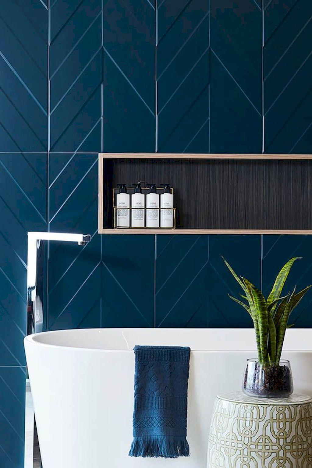 salle de bain exotique mur carrelage géométrique bleu baignoire ovale
