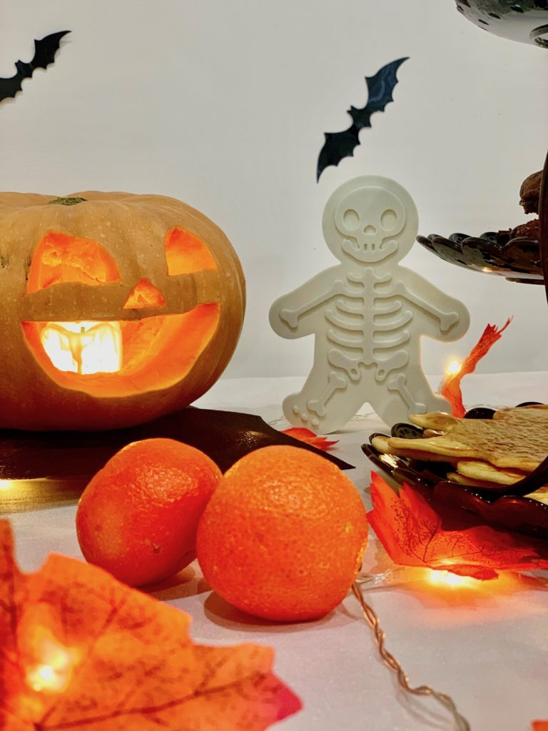 bonbons biscuits squelette clementine orange guirlande lumineuse stickers bat bougie clematc