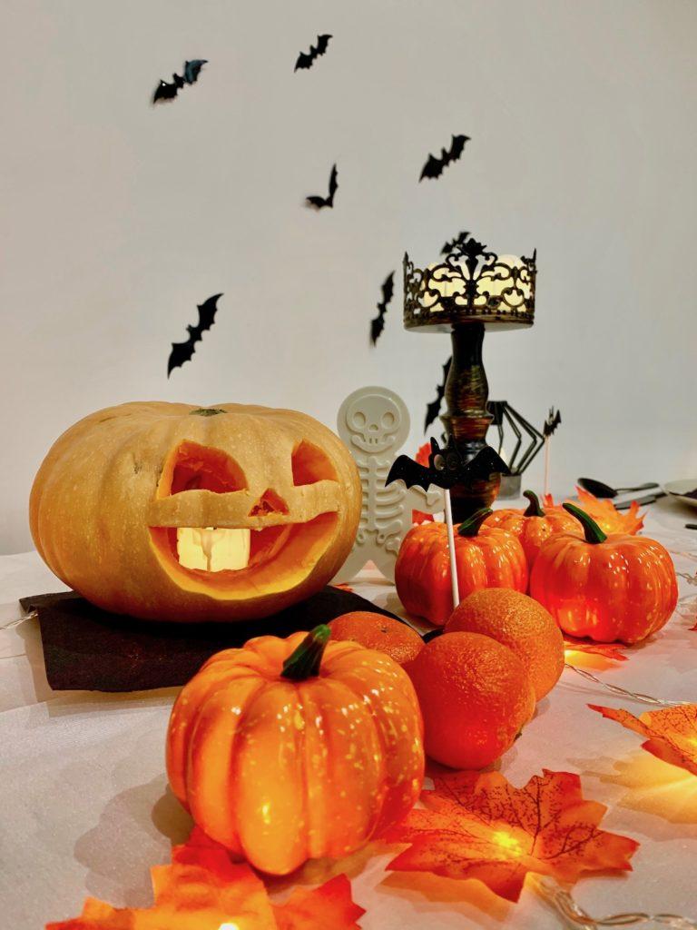 fete halloween decoration automne octobre citrouille bougie chandelier emporte piece suqelette - blog déco clemaroundthecorner