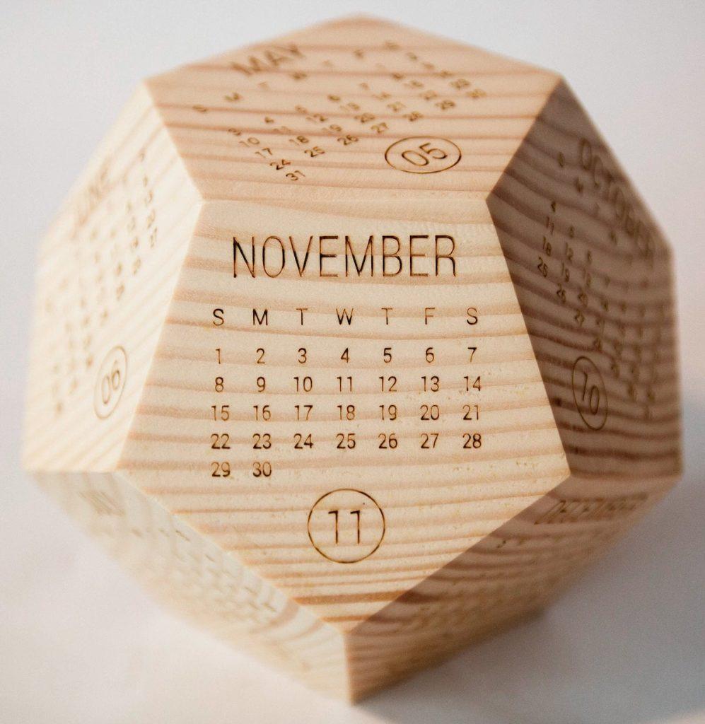 calendrier 2020 original forme géométrique bois