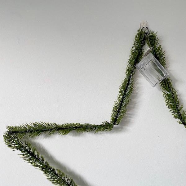 comment accrocher déco Noël mur porte sans trou
