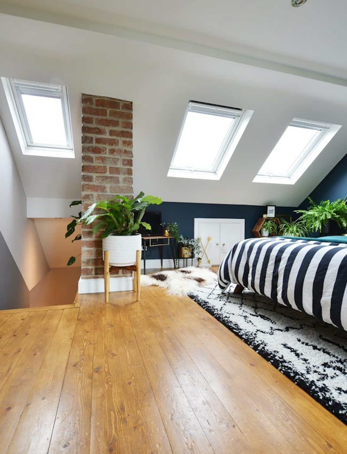 VELUX fenêtre de toit aménager comble chambre design parquet bois - blog déco - clemaroundthecorner
